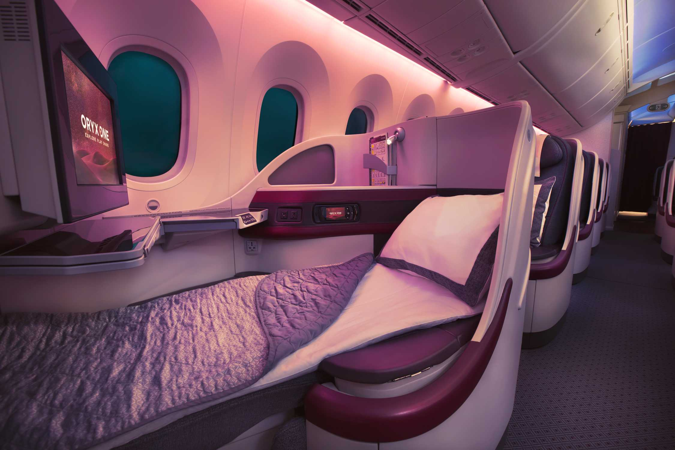 Qatar Airways B787_Business_seat_lie_flat